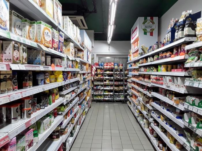 マルタ留学-コロナウィルスによる自粛ムード中のスーパーマーケット内の様子(シリアルとコーヒーコーナー)