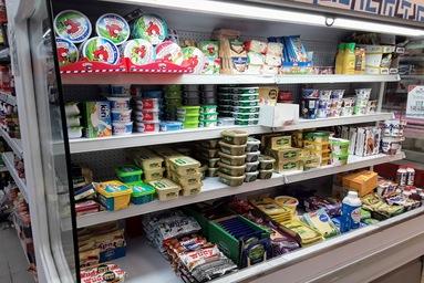 マルタ留学-コロナウィルスによる自粛ムード中のスーパーマーケット内の様子(チーズコーナー)