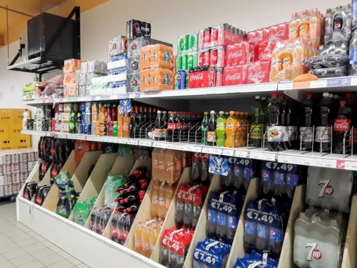 マルタ留学-コロナウィルスによる自粛ムード中のスーパーマーケット内の様子(飲み物コーナー)