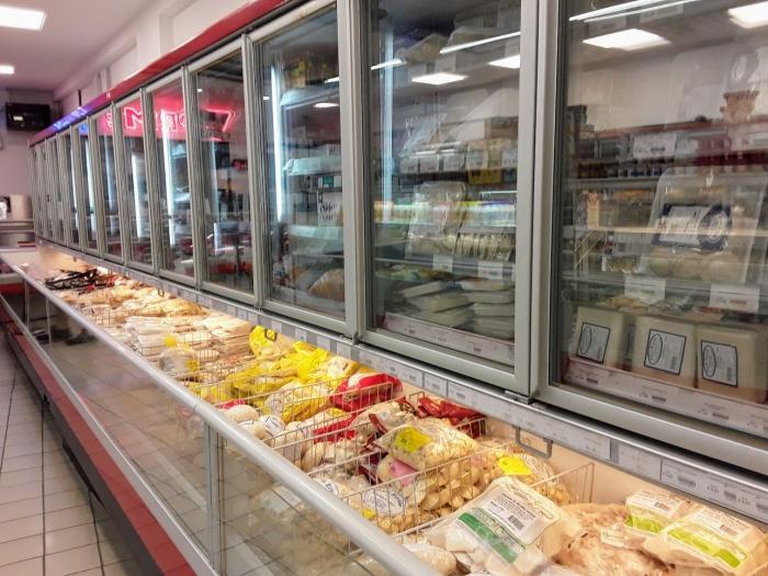 マルタ留学-コロナウィルスによる自粛ムード中のスーパーマーケット内の様子(冷凍食品コーナー)