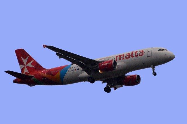 コロナウィルスの自粛緩和により営業再開となるAir Maltaの飛行機
