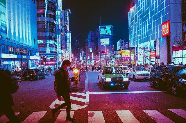 日本の都会の夜の風景