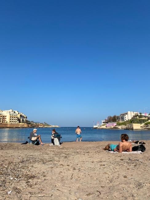 マルタ留学人気エリアSt Julian'sのビーチ