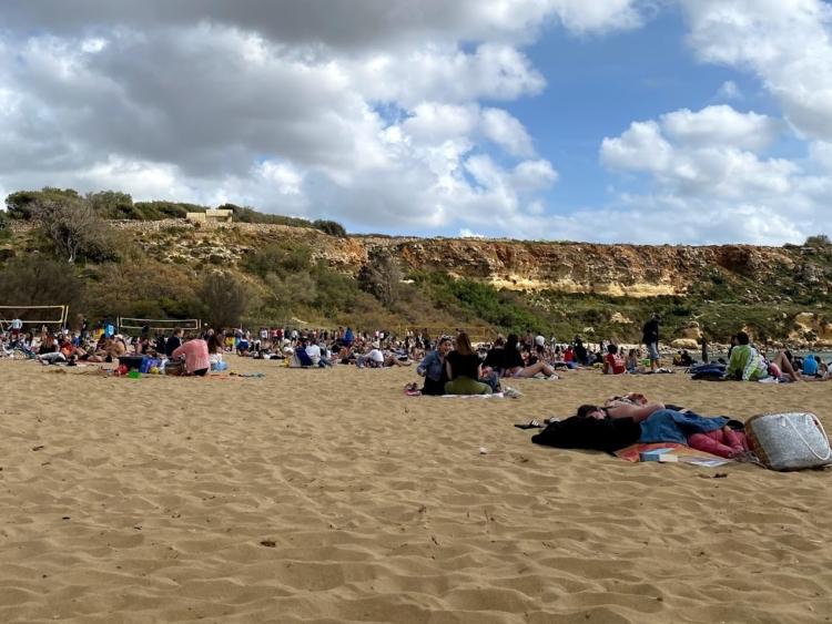 マルタで人気のビーチGolden Bay