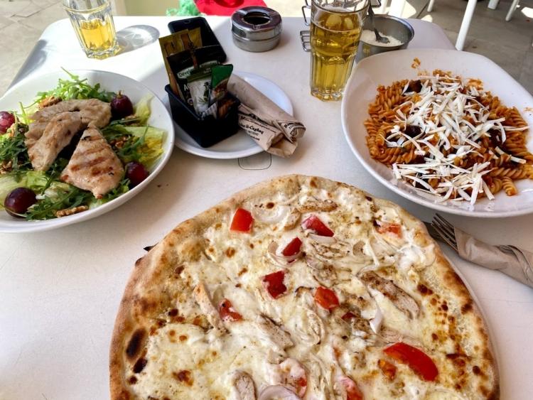 マルタでの外食の様子