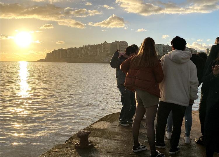 マルタ留学中に現地で出来た友達と見た朝日