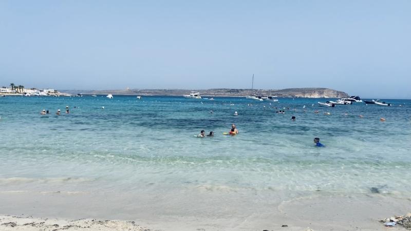 マルタ北東部の街Melliehaの透き通るような色の海